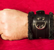 Black lockable Handcuff with fake fur
